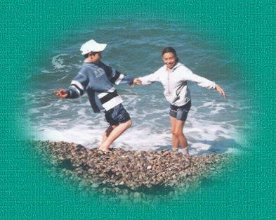 Gaëlle et Adrien sur la plage d'Etretat