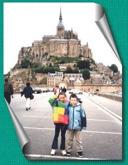 Gaëlle et Adrien devant le Mont Saint Michel