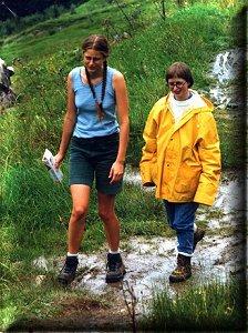 sur les chemin de montagne avec ma soeur Gaëlle