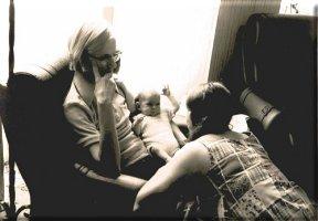 A l'âge de 4 mois avec papa et maman